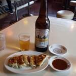 クォウライ - 焼餃子  400円     ビール  650円