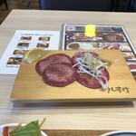 肉菜工房うしすけ - 一番満足のタン