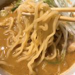 きまぐれ八兵衛 - 蔵出し味噌麺の麺