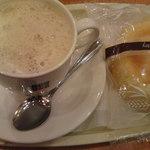 ドトールコーヒーショップ - 豆乳ラテとパン