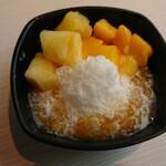 點心甜心 - 台湾かき氷 ミルク味の氷にマンゴーがおいしい