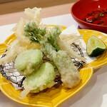 146203879 - 白魚、タラの芽、そら豆の天ぷら