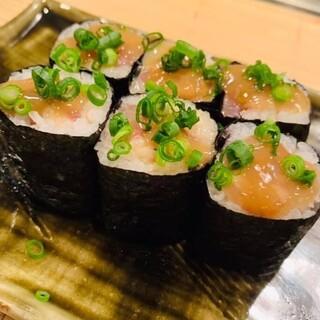 ツマミにも〆にもなる【アテ巻き】魚魚権巻このわた乗せ580円