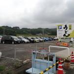 山越うどん - でっかい駐車場です