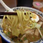 高松 - 濃厚味噌ラーメンの太麺