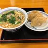 Hichimi - 料理写真:たぬきうどん、おいなりさん