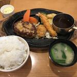 勝牛 - 料理写真:ハンバーグとカキフライ、海老フライ