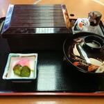 海鮮茶屋 磯の匠 - 料理写真:蓋を開けようとするオラフ!