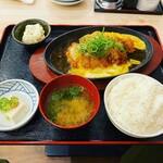 肉と魚 レトロ酒場 オハツ商店 - 鶏 カツとじ定食