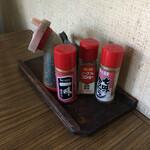 平野屋 - 卓上の薬味たち