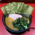 家系ラーメン 稲葉家 - ラーメン700円麺硬め。海苔増し80円。
