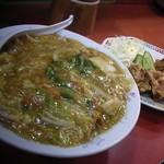 華園 - 料理写真:中華丼セット(700円)餡は熱々です。♪ 具材もたっぷり入っていて嬉しいですね。^^