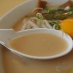 14626868 - 旨味たっぷり豚骨スープ