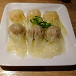 中華soba いそべ - 皿盛り特製ワンタン300円税込。