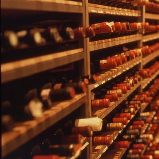 ホテル地下にあるカーヴ(10,000本を超えるワインが眠る)