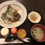 Nikumotsuyajimbou - 純レバ丼のランチセット@900円