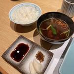 和源 - ごはんと赤だし、お漬物がついて1500円。