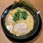 横浜家系ラーメン 鶴乃家 - 料理写真:細麺