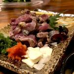 炉ばた焼八幡 - 料理写真:地鶏のタタキ