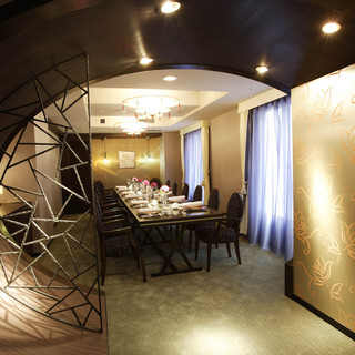モダンなインテリアの特別個室「黄河」をはじめ、多彩な個室をご用意しております。