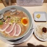 鶏白湯ラーメン ムツキ - 料理写真:
