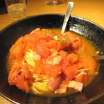 らるきい - ペペタマに次ぐ二番人気の完熟トマト・ベーコン・ニンニクのパスタです。
