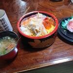 吉江寿司 - ランチ生ちらし 900円、大盛300円(税別)