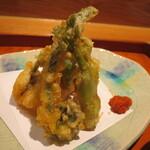 馳走 かく田 - 揚物:穴子と山菜の天婦羅