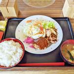 カフェレスト テンセブン - 料理写真:日替わりランチ(ハンバーグ、唐揚げ)