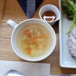 ヒビキショクドウ - 短角牛のハンバーグプレート(デミグラス)+チーズ の左側