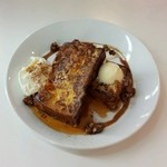 スーホルムカフェ+ダイニング - キャラメルナッツのフレンチトースト