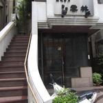 神田 雲林 - お店への階段