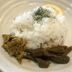 五○堂 - (左)青唐辛子のピクルス(右)青唐辛子の醤油漬け