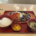 ジョイフル - 料理写真:チーズハンバーグとサイコロステーキの和食セット