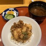日本橋天ぷら魚新 - もう1つは天丼を選択、赤出し、お新香付