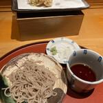 日本橋天ぷら魚新 - 蕎麦は少量、つゆはキレのある味。