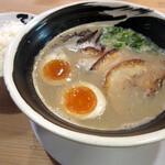 濃厚煮干とんこつラーメン 石田てっぺい - 料理写真:濃厚とんこつてっぺいラーメン(750円)