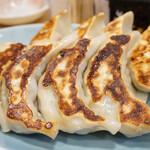 悟空 - ・特製肉餃子 5個 410円/税込 ・ジャンボ餃子 4個 480円/税込