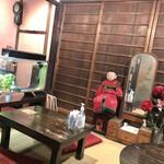 金魚カフェ - 小上がりの座敷
