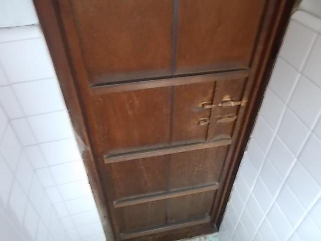 すゞ木 - トイレの内側から、閂式の鍵がいまでは珍しいです