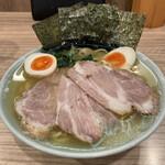 清水家 - 料理写真:ラーメン750円・焼豚追加200円・味玉110円
