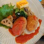 奈良食堂 - カニクリームコロッケ。に、トマトソースを乗っけたところ。
