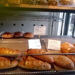 ベーカリー アウル - 11:30で売り切れたパンがすでにありました