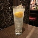 ベジバル Itaru 池袋 ~Vegetable Bar & Organic~ - 山椒レモンサワー(580円)