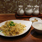 上海厨房 - 料理写真:チャーハン