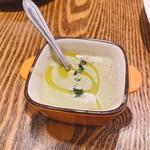Taverna frico - ソラマメのポタージュスープ