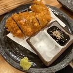 マグロ大使 - まぐろほほ肉カツ 880円