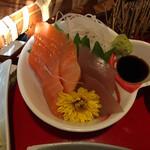 風和里 - 刺身は、やはり値段だね。 サーモン、多分ヨコワかな?実はヨコワ好きなんですよ。