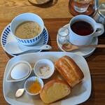 ペンギン珈琲 - スープモーニング & 紅茶