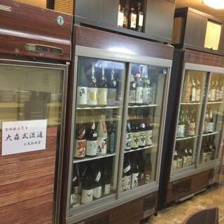 約700本の厳選日本酒1杯¥550〜